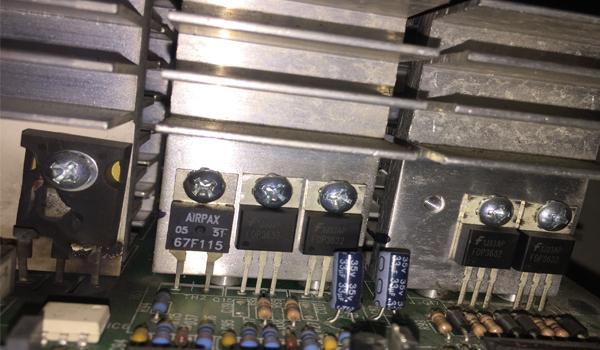Nổ linh kiện công suất trong UPS APC SURT5000XLI