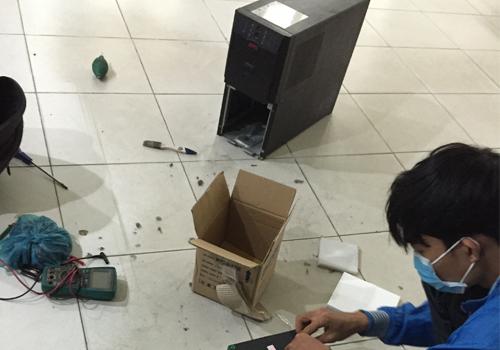 Thay ắc quy UPS APC SUA3000XLI tận nơi
